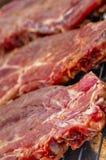 Печь свежее мясо на гриле стоковые фотографии rf