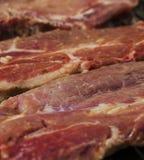 Печь свежее мясо на гриле стоковое изображение