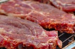 Печь свежее мясо на гриле стоковое фото rf