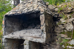 Печь сделанная камней стоковое изображение