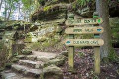 Пешая старая укомплектовывает личным составом пещеру Стоковое Изображение
