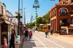 Пешеходная зона в Mamaia, популярном курорте в Constanta Чёрным морем стоковая фотография rf