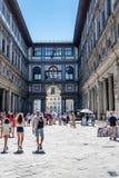 Пешеходная улица в центре города Флоренса стоковые фотографии rf