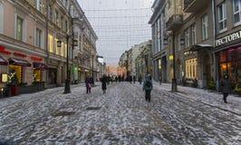 Пешеходная улица Kuznetsky больше всего в центре Москвы, России Стоковые Изображения