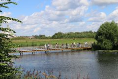 Пешеходный мост над рекой Kamenka в Suzdal стоковое фото