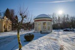 Пешеходный предел и павильон весны - Frantiskovy Lazne Franzensbad - чехия стоковое фото