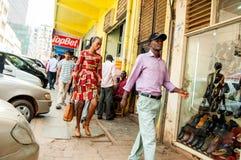 Пешеходы на улице Williams, Кампале, Уганде стоковые изображения rf