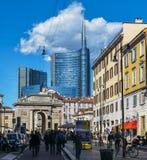 Пешеходы на Corso Garibaldi в историческом центре милана стоковые фотографии rf