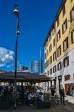 Пешеходы на Corso Garibaldi в историческом центре милана стоковые изображения rf