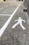 Пешеход на асфальте Стоковые Изображения