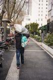 Пешеход с багажем Стоковая Фотография