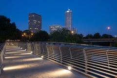 пешеход загоранный мостом Стоковое Изображение RF