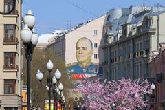 Пешеходная улица Arbat в Москве на весенний день Стоковое Изображение