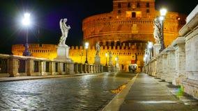 Пешеходный мост к ангелам рокирует - известное Castel Sant Angelo в Риме Стоковая Фотография RF