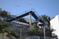 Пешеходный мост металла в горах Стоковая Фотография RF