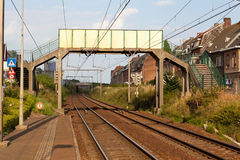 Пешеходный мост над железной дорогой Стоковые Фото