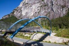 Пешеходный мост через шоссе стоковые изображения rf