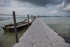 Пешеходный мост для восхождения на борт моря Стоковое Изображение RF