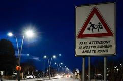 Пешеходный переход дорожного знака школы Стоковое Изображение RF