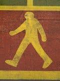 Пешеходный подпишите внутри дорогу Стоковые Изображения RF