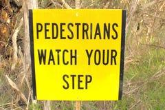 Пешеходный предупредительный знак Стоковые Фото