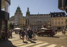 Пешеходы в центральном квадрате Копенгагена старом Дания Стоковая Фотография RF