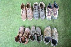 Пешие ботинки, команда альпиниста, концепция сыгранности стоковая фотография rf