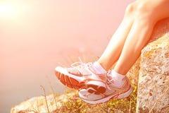 Пешие ноги ослабляют утес взморья Стоковое Изображение RF