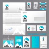 Пеший логотип носки спорта Pics горы в голубых круге, стиле спорта или логотипе sportswear тождественность бесплатная иллюстрация