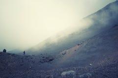 Пеший поднимающий вверх Mt Эдна в Сицилии, Италии стоковое изображение rf