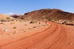 Пеший путь в пустыня Негев Стоковые Изображения RF