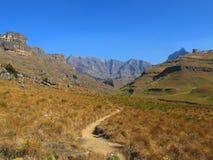 Пеший путь к пику носорога, национальному парку Drakensberg uKhahlamba Стоковое Фото