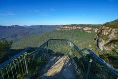 Пеший туризм большой прогулки clifftop, голубые горы, Австралия 11 стоковое фото