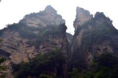 Пеший туризм вокруг парка в живописной местности Wulingyuan Greenies каждые Стоковые Фотографии RF