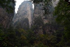 Пеший туризм вокруг парка в живописной местности Wulingyuan Greenies каждые Стоковая Фотография