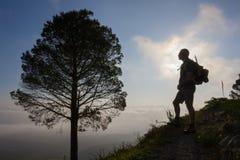 Пеший туризм в горах Стоковая Фотография RF