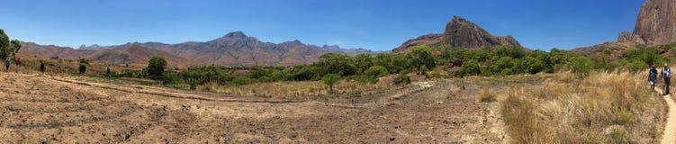 Пеший туризм в национальном парке Andringitra в Мадагаскаре Стоковые Фотографии RF