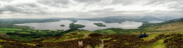 Пеший туризм в Шотландии Озеро Loch Lomond стоковое фото rf