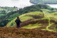 Пеший туризм в Шотландии Озеро Loch Lomond стоковые изображения