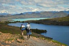 Пеший туризм к озеру Стоковая Фотография RF