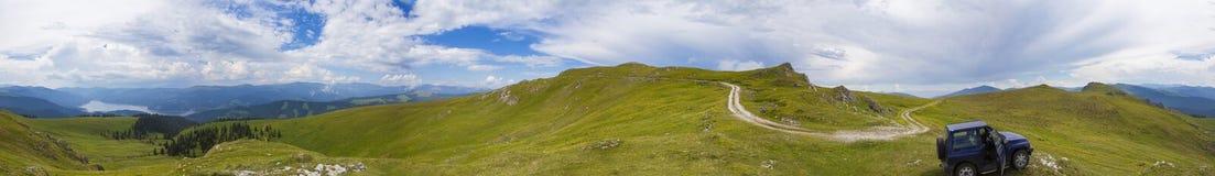 Пеший туризм на горе Lotritei, взгляд ландшафта стоковое изображение rf