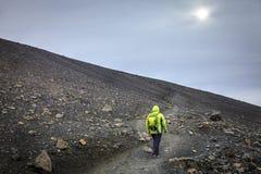 Пеший туризм на кратере Hverfjall Стоковые Изображения RF