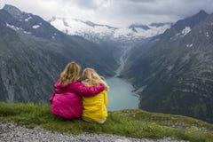 Пеший туризм на stau Schlegeis Стоковая Фотография