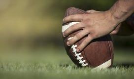 Пеший туризм футбола в футбольной игре Стоковые Изображения
