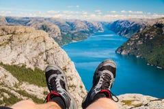 Пеший туризм фьорда Норвегии Стоковое фото RF