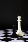 Пешка против враждебный король драка неравная стоковая фотография rf