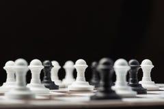 Пешки шахмат на доске Стоковые Изображения RF