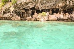 Пещера Викинга на острове Leh Phi-Phi в Krabi, Таиланде стоковые изображения