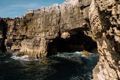 Пещера в утесе Стоковое Изображение