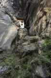 Пещера где названный монах Khado Yeshi Tsogyal напрактиковал 'Vajrakilaya', гнездо монастыря ` s тигра, монастырь Taktshang,  стоковые фотографии rf